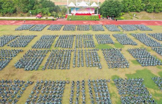 华立学院云浮校区举行新生军训动员大会